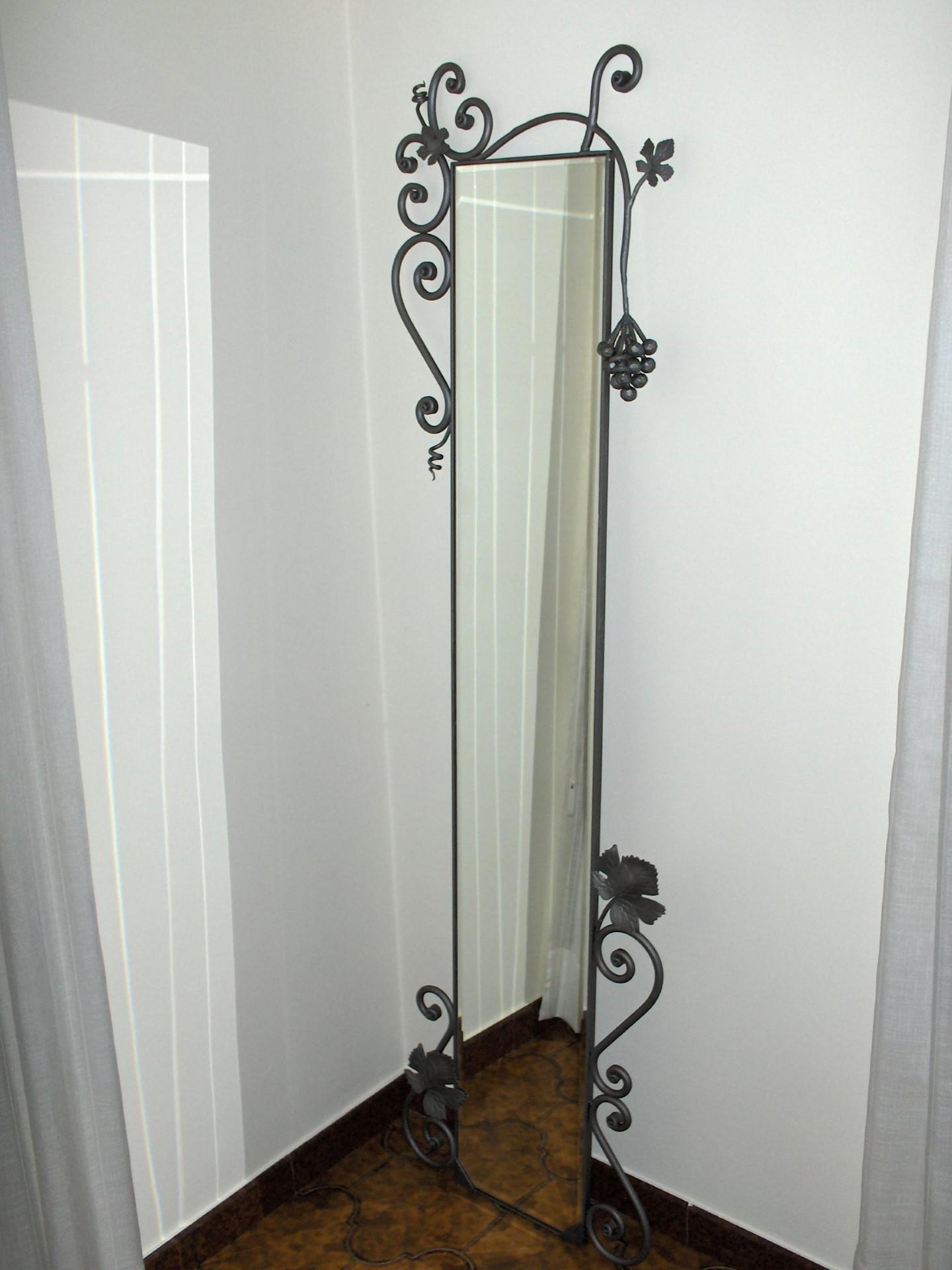 Specchio genio la casa del ferro battuto for Specchio in ferro battuto