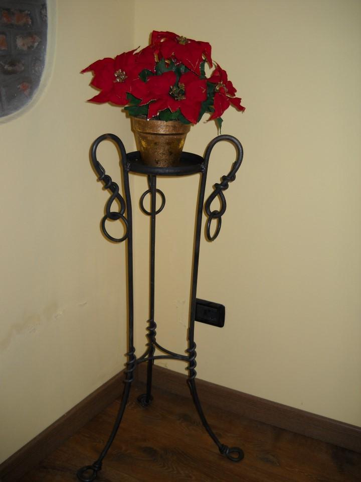 Portavasi in ferro battuto la casa del ferro battuto - Porta vasi in ferro battuto ...